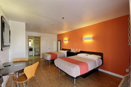 Motel 6 Edinburg