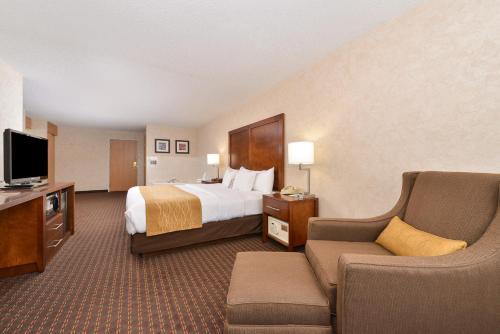Comfort Inn & Suites Riverview Photo