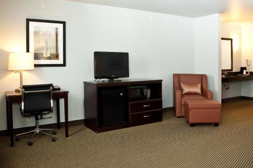 Baymont Inn & Suites Rapid City Photo