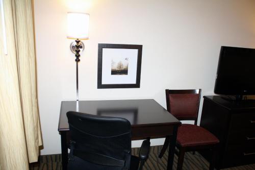 AmericInn Lodge & Suites Rogers Photo