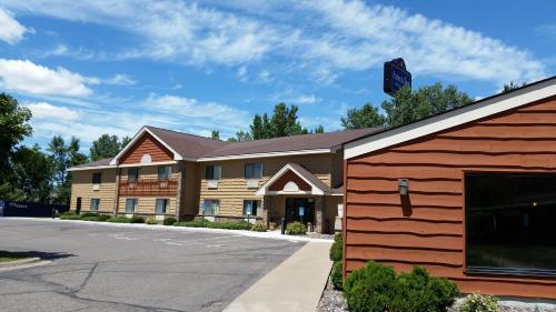 AmericInn Lodge & Suites Rogers Photo