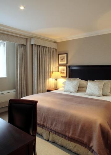 15 Cheval Place, Knightsbridge, London, SW7 1EW, England.