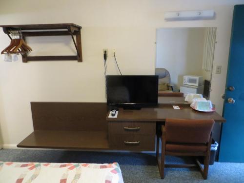Chief Motel - Custer, SD 57730