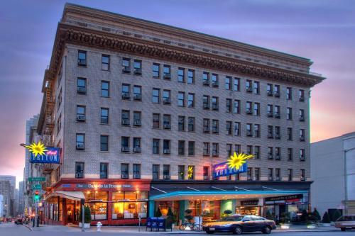 Hotel Triton Photo