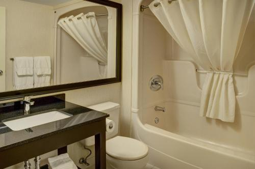 Comfort Inn Orillia - Orillia, ON L3V 6H1