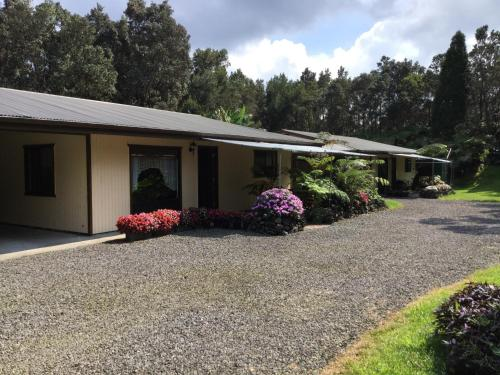 Ekomomai Vacation Rental - Volcano, HI 96785