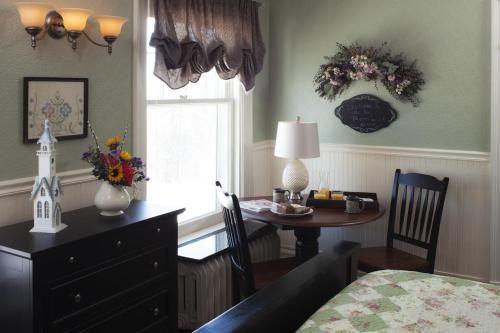 A G Thomson House Duluth Bed and Breakfast Photo