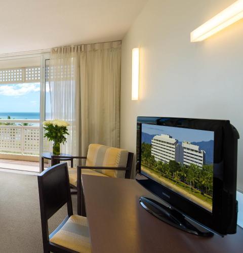 Holiday Inn Cairns Harbourside Hotel