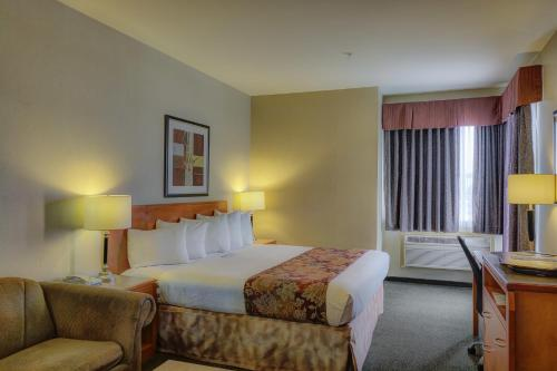 Best Western Peace Arch Inn - Surrey, BC V4A 5A4