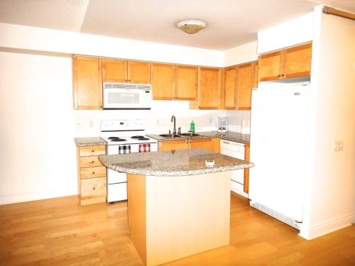 Royal Stays Furnished Apartments - North York - Toronto, ON M2N 7E3