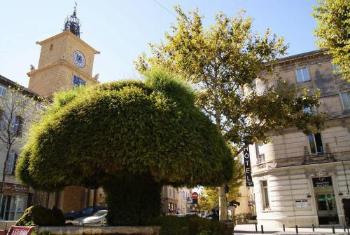 Grand h tel de la poste h tel 1 rue des fr res kennedy - Horaire dechetterie salon de provence ...