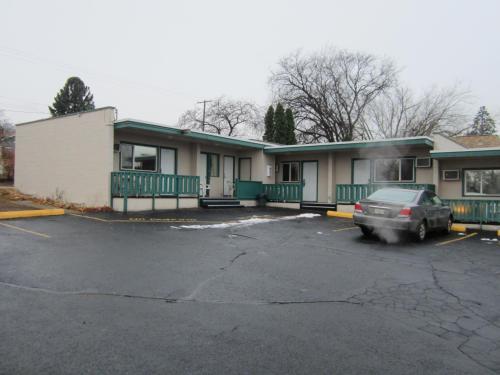 Parkview Motel - Kamloops, BC V2C 2N3