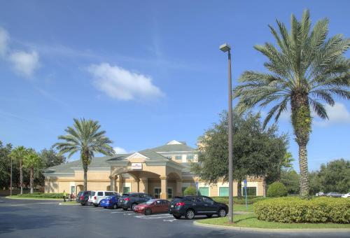 Hawthorn Suites by Wyndham Lake Buena Vista, a staySky Hotel & Resort photo 9