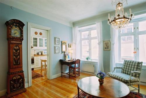 Lady Hamilton Apartments photo 13