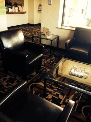 Abbotsford Hotel - Abbotsford, BC V2T 2X1
