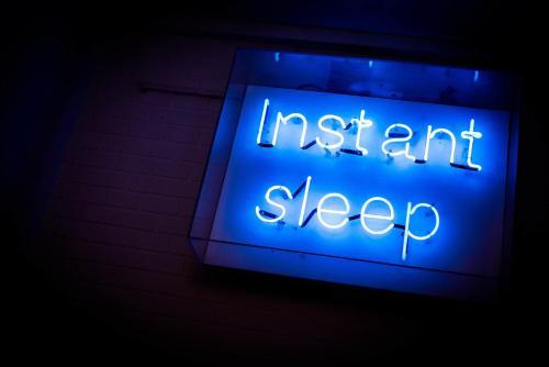 instant Sleep Backpacker Hostel photo 16