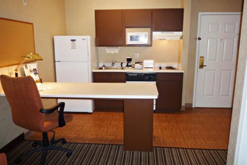MainStay Suites Charlotte Arrowood Photo