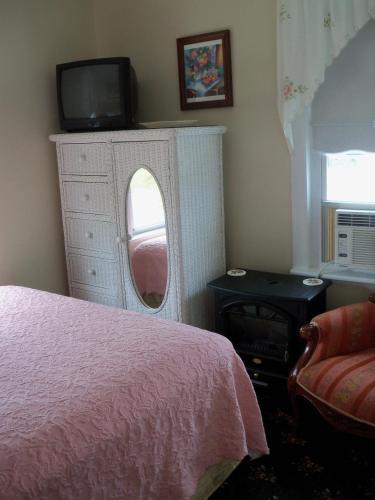 Holly Beach Hotel - Wildwood, NJ 08260