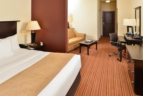 Comfort Suites Alexandria Photo