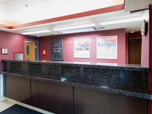 Travelodge Detroit Metro Airport - Romulus Photo