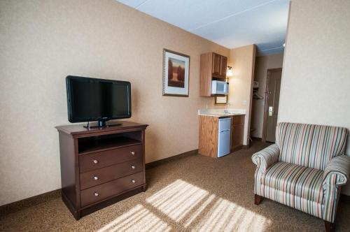 Country Inn & Suites by Radisson, Cuyahoga Falls, OH Photo