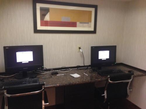Clarion Inn & Suites Harrisburg/Hershey Photo