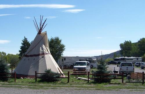 Ute Bluff Lodge Cabins & Rv Park - South Fork, CO 81154