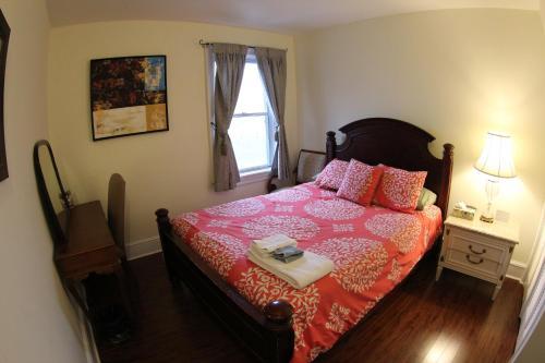 Toronto Garden Inn Bed & Breakfast - Toronto, ON M5A 2T3