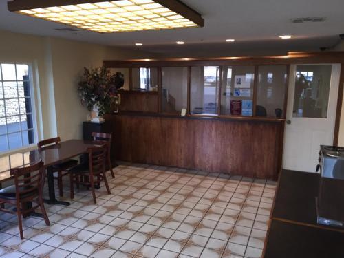 Ontario Inn & Suites Photo