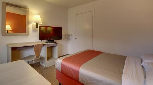 Motel 6 Elizabethtown - Elizabethtown, KY 42701