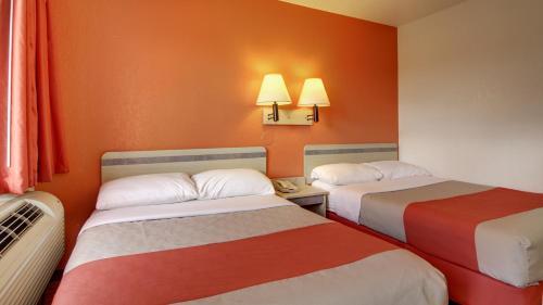 Motel 6 Elizabethtown Photo