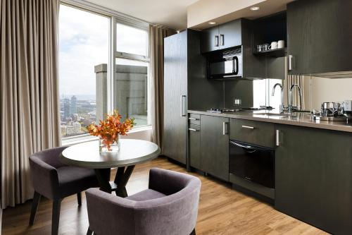 One King West Hotel And Residence - Toronto, ON M5H 1A1
