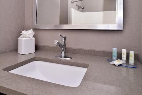 Comfort Inn & Suites Frisco Photo