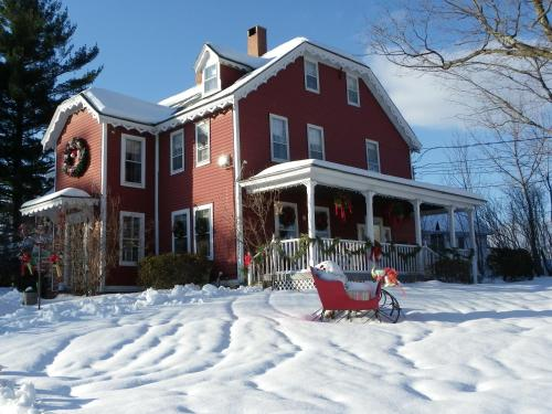 Old Red Inn & Cottages Photo