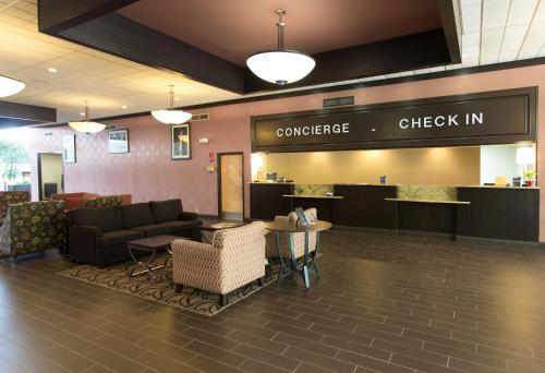 Wyndham Garden Detroit Metro Airport Photo