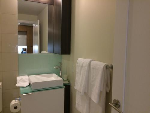 Duke Furnished Suites - Cn / Convention / Roger Centre - Toronto, ON M5V 0E9