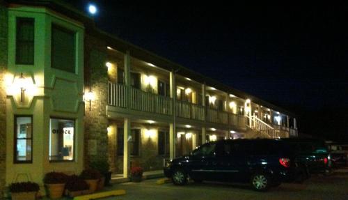 East Street Inn & Suites - Tipton, IN 46072