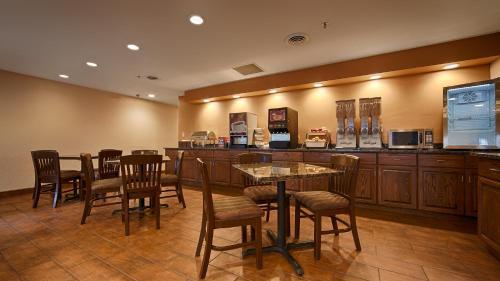 Best Western Plus Fort Wayne Inn & Suites North Photo