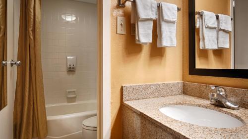 Baymont Inn & Suites Goodlettsville Photo