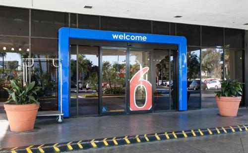 Motel 6 Los Angeles LAX Photo