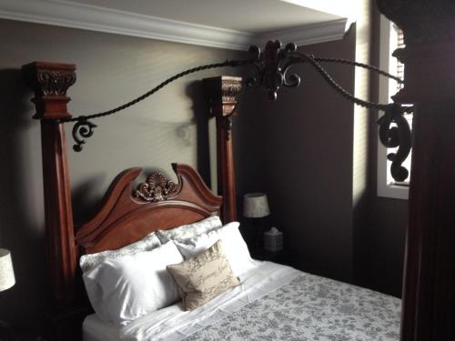 Brookside Inn Boutique Hotel - Abbotsford, BC V4X 0A6