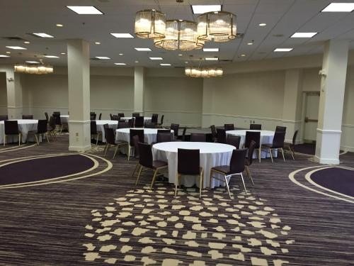 DoubleTree by Hilton Hotel Minneapolis North Photo
