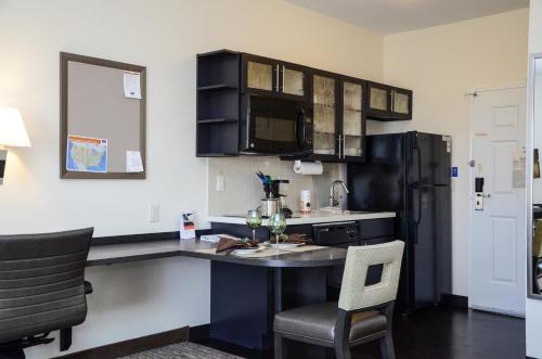 Candlewood Suites Greeley - Greeley, CO 80631
