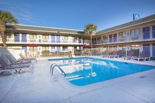 Motel 6 Charleston North Photo