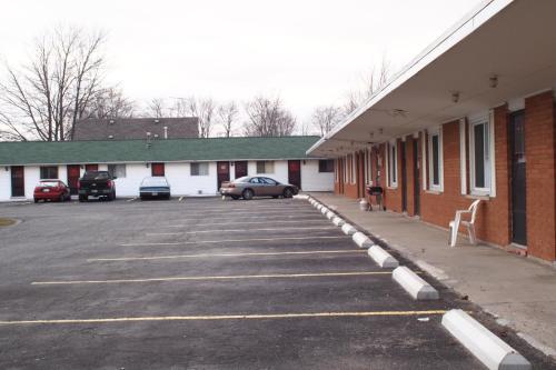 Colonial Motel - Chatham, ON N7L 1X5