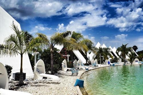 Chalets in Pyramid Village - Fort Myers Photo