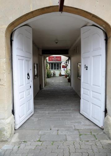 12 Gloucester St, Cirencester GL7 2DG, England.