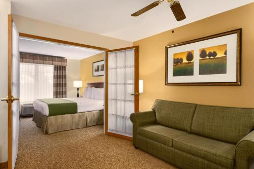 Country Inn & Suites by Radisson, Marion, OH Photo