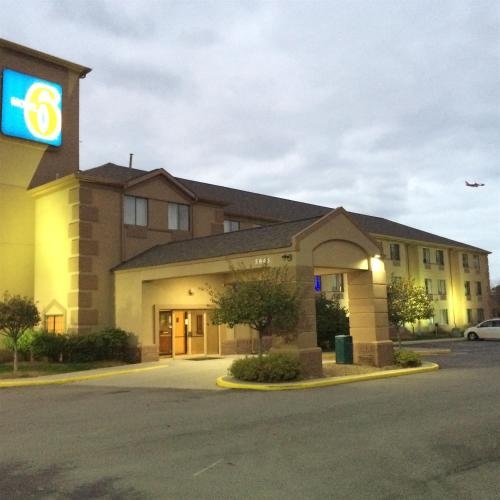 Motel 6 Indianapolis - Airport photo 3