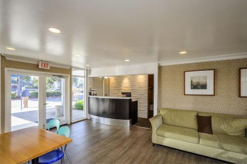 Marina Village Inn - Alameda, CA 94501